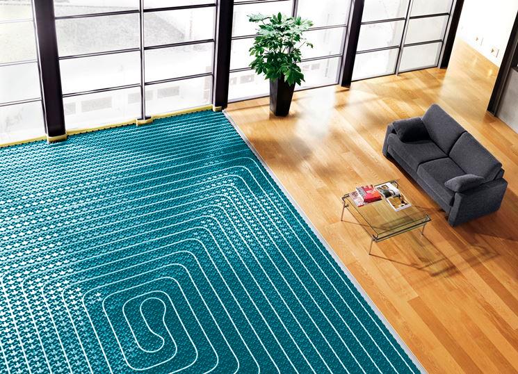 Salon con instalación de suelo radiante y aerotermia